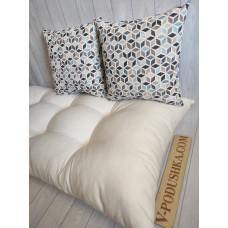 Матрас на мебель из паллет с декоративными подушками