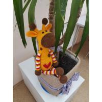 """Вязаная игрушка """" Жираф с сердечком """""""